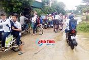 Chủ động tránh bão, hơn 700 trường học ở Hà Tĩnh cho học sinh nghỉ học
