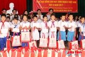 Zhishan Foundaition trao học bổng cho học sinh nghèo học giỏi Nghi Xuân