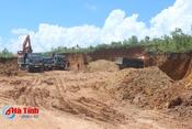 Ồ ạt khai thác đất trái phép trong khu vực trồng rừng sản xuất