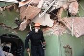 """[Photo] Động đất Mexico: Các """"anh hùng"""" giáp mặt thần chết để cứu người"""