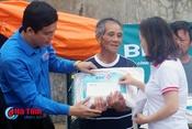 Thêm những phần quà ý nghĩa đến người dân vùng bão Hà Tĩnh