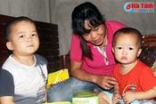 Bố mẹ bất lực nhìn hai con bị ung thư máu