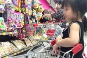"""Để con """"vui chơi"""" an toàn ở siêu thị"""
