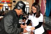 Formosa Hà Tĩnh tổ chức khám bệnh, cấp thuốc cho người nghèo