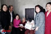 Hội Phụ nữ Hà Tĩnh tại Đức tặng quà tết cho người nghèo