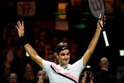 Federer trở thành tay vợt lớn tuổi nhất lên số một thế giới