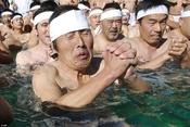 Độc đáo phong tục tắm nước đá đầu năm lấy may của người Nhật