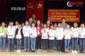 Zhishan Foundation Taiwan trao quà cho học sinh nghèo Hương Khê