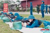 Video: Nữ chiến sỹ dân quân TP Hà Tĩnh vừa xinh lại bắn súng giỏi
