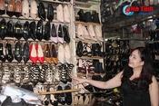 Nhiều tiểu thương chợ Hà Tĩnh phớt lờ niêm yết giá sản phẩm