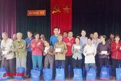 Trao 300 suất quà cho gia đình hoàn cảnh khó khăn ở Thạch Hà
