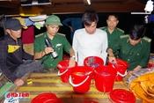 Bắt giữ tàu Quảng Bình dùng kích điện đánh cá tại Cẩm Nhượng