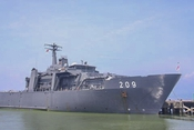 """Tàu hải quân """"tàng hình"""" của Singapore đến Đà Nẵng"""