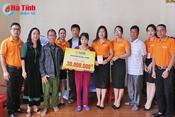 SHB Hà Tĩnh trao 30 triệu đồng hỗ trợ bệnh nhân ung thư