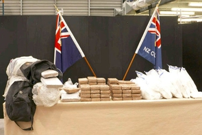 Cảnh sát New Zealand thu giữ 190 kg cocaine giấu trong container chuối