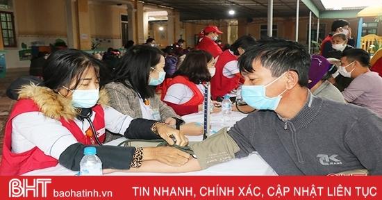 1.000 người dân ở Thạch Hà được khám, cấp thuốc miễn phí và tặng quà