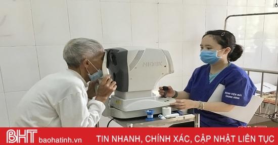 1.500 người nghèo, gia đình chính sách ở Hà Tĩnh được khám, điều trị về mắt