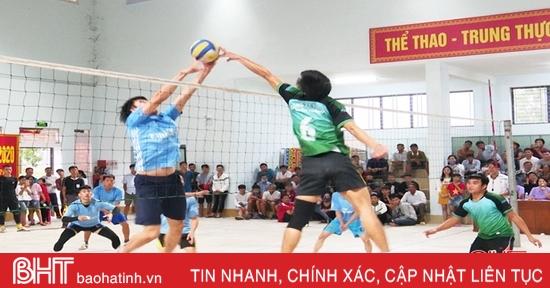12 đội bóng tranh tài tại Giải Bóng chuyền nam doanh nhân huyện Đức Thọ