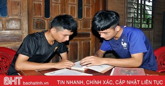 2 anh em ruột ở huyện miền núi Hà Tĩnh cùng đạt trên 27 điểm khối C