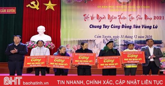960 triệu đồng quà tết đến với người dân vùng lũ Cẩm Xuyên