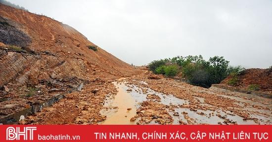 Ảnh hưởng mưa lũ, đường Phúc Trạch – Hương Liên sạt lở nghiêm trọng