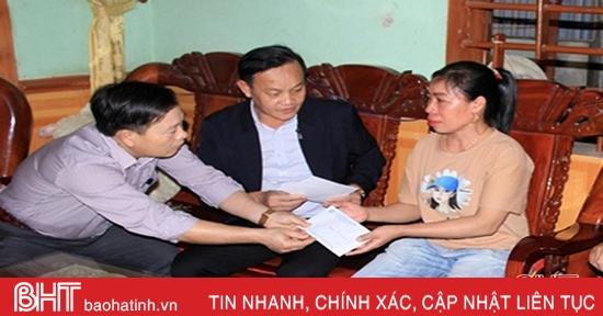 Ban ATGT Hà Tĩnh thăm hỏi, tặng quà nạn nhân tai nạn giao thông
