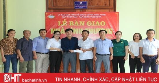 Bàn giao nhà tình nghĩa cho 2 hộ cận nghèo ở Nghi Xuân
