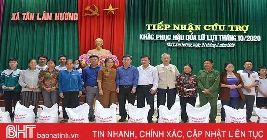 Ban hộ tự chùa Hang trao 200 suất quà cho người dân vùng lũ Hà Tĩnh