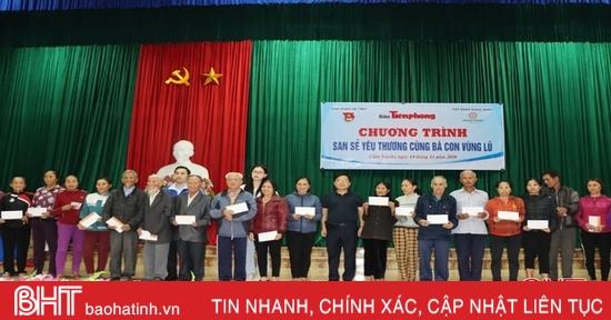 Báo Tiền phong trao 500 triệu đồng cho Nhân dân Cẩm Xuyên