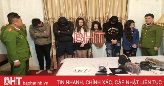 """Bắt 3 đôi nam, nữ """"phê"""" ma tuý trong một khách sạn ở Hà Tĩnh"""