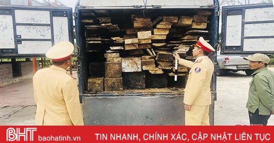 Bắt xe tải vận chuyển gỗ lậu từ Hương Sơn ra Thanh Hóa