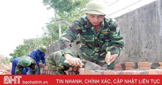 Bộ CHQS Hà Tĩnh huy động cán bộ, chiến sỹ hỗ trợ xã Phúc Đồng xây dựng nông thôn mới