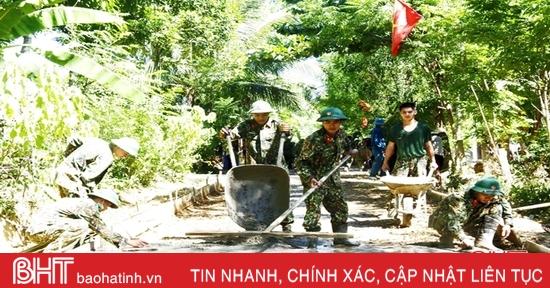 """Bộ đội """"3 cùng"""" với Nhân dân Hà Tĩnh xây dựng nông thôn mới"""