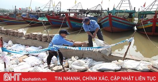 Bờ kè khu neo đậu tránh trú bão ở Hà Tĩnh sụt lún nghiêm trọng