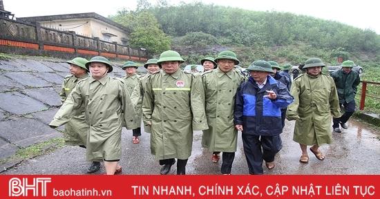 Bộ trưởng Bộ NN&PTNT: Tuyệt đối không chủ quan bởi hoàn lưu bão 13 gây mưa lớn