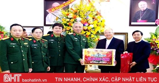 Bộ Tư lệnh Quân khu 4 chúc mừng Tòa Giám mục Giáo phận Hà Tĩnh