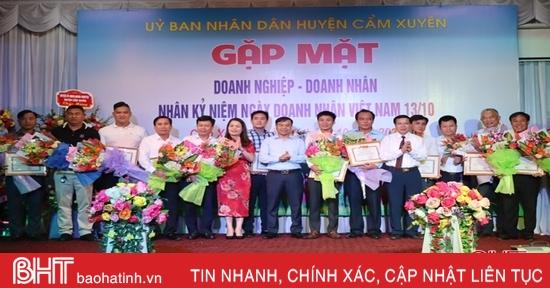 Các địa phương Hà Tĩnh tôn vinh doanh nghiệp, hợp tác xã tiêu biểu