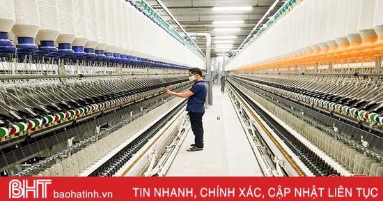 Các doanh nghiệp Hà Tĩnh sôi nổi khí thế sản xuất đầu năm mới