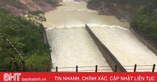Các hồ chứa lớn, thủy điện ở Hà Tĩnh đang xả tràn ở mức thấp