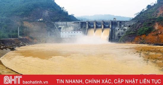 Các hồ chứa lớn, thủy điện ở Hà Tĩnh đồng loạt xả tràn