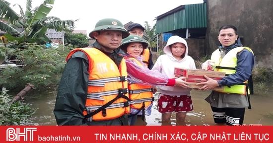Các tổ chức, cá nhân tiếp tục ủng hộ bà con vùng lũ Hà Tĩnh