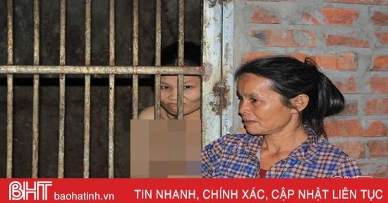 Cám cảnh người phụ nữ nghèo Hà Tĩnh 11 năm nuôi con gái tâm thần