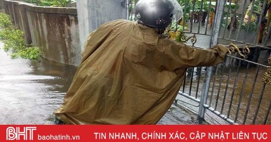 Cập nhật mưa lũ ở Hà Tĩnh: Nhiều nơi nước đã tràn vào nhà dân
