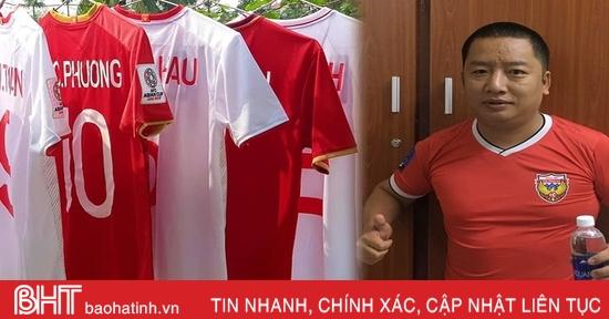 """CĐV đặc biệt người Hà Tĩnh sở hữu bộ áo đấu """"khủng"""" của các cầu thủ Việt Nam"""