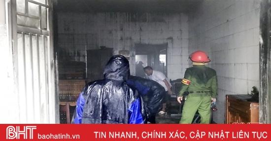 Cháy nhà nghi do chập điện giữa trời mưa to ở Hà Tĩnh