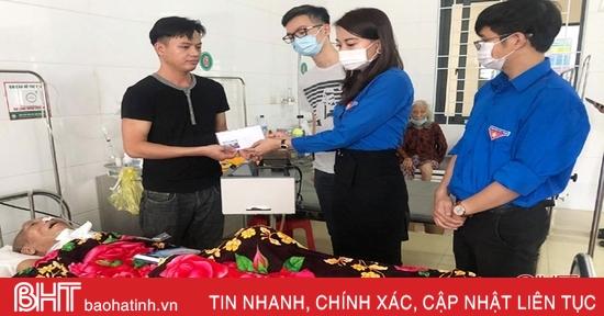 Chi đoàn Báo Hà Tĩnh trao 21 suất quà cho bệnh nhân tại TP Hà Tĩnh