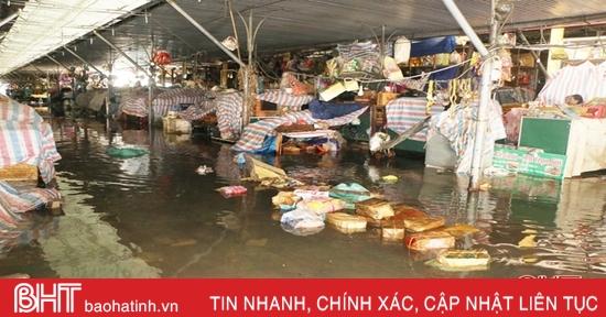 Chợ TP Hà Tĩnh tan hoang sau trận lụt lịch sử
