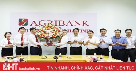 Chủ tịch UBND tỉnh Hà Tĩnh chúc mừng các doanh nghiệp nhân ngày Doanh nhân Việt Nam