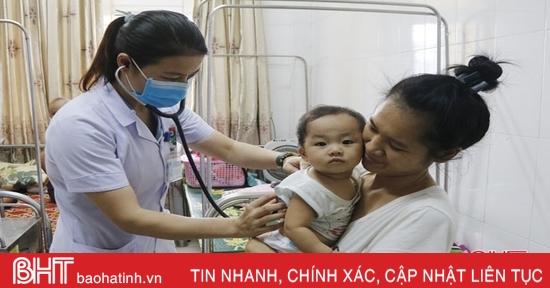 Chuyển mùa, trẻ emHà Tĩnh nhập viện tăng gấp đôi ngày thường