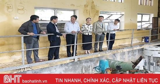 Đảng ủy Khối CCQ&DN Hà Tĩnh động viên Công ty CP Cấp nước sau mưa lũ